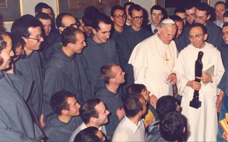 Communauté des Frères de Saint-Jean avec le pape Jean Paul II et le père Marie Dominique