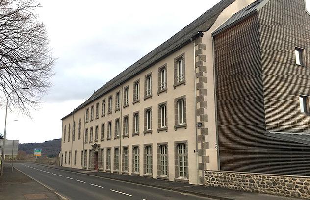 Ravalement de façade au prieuré Sainte-Thérèse chez les Frères de Saint-Jean à Murat